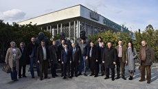 Члены делегации иностранных депутатов посетили Ливадийский дворец в Ялте. 19 марта 2017 года
