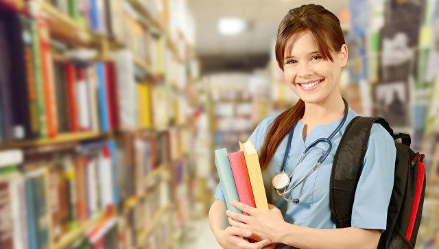 Студентка медицинского вуза. Архивное фото