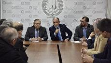 Встреча делегации депутатов Европарламента с главой Духовного управления мусульман Крыма хаджи Эмирали Аблаевым (в центре)