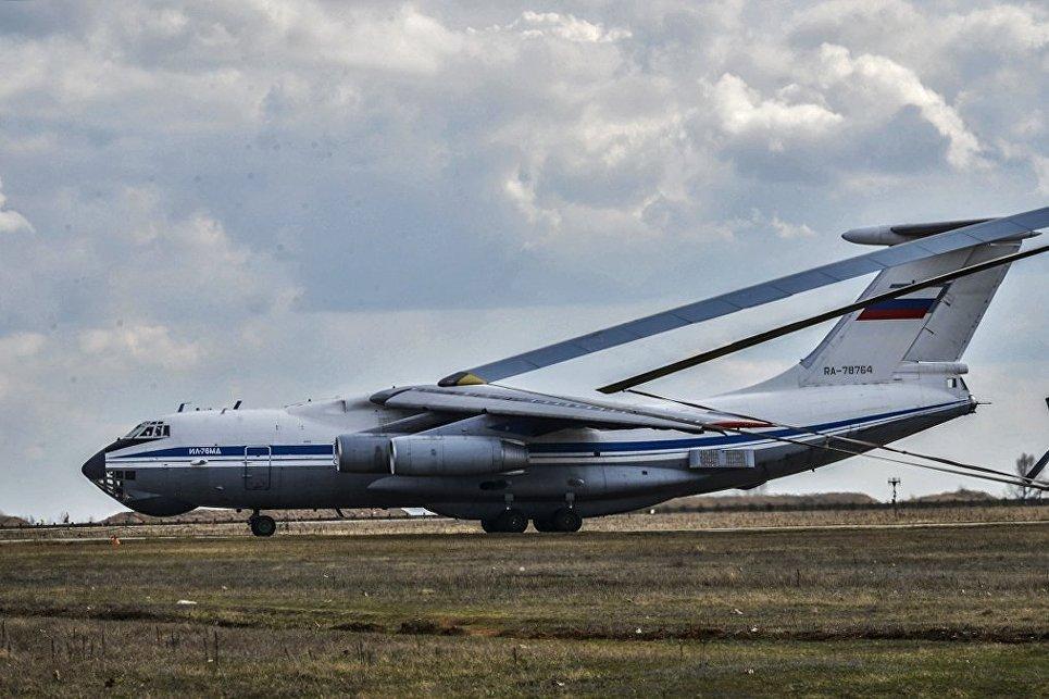 Самолет Ил-76МД вооруженных сил России на командно-штабных учениях Воздушно-десантных войск на полигоне Опук в Крыму