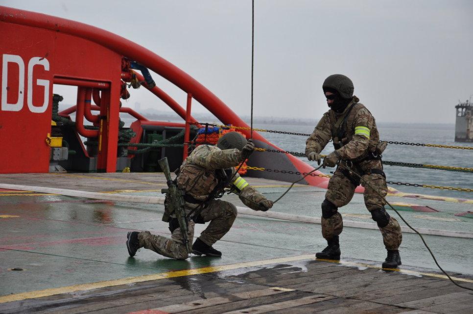 ВКрыму таможенники тренировались отбивать атаки террористов