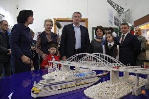 В Керчи открылась выставка Крымский мост. Фантастическая реальность