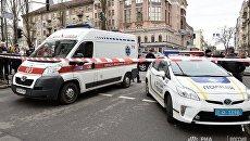 Автомобили экстренных служб на месте убийства бывшего депутата Госдумы РФ Дениса Вороненкова в Киеве