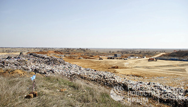 Навалы мусора, оставленные бывшим арендатором территории полигона ТБО в Тургеневском карьере