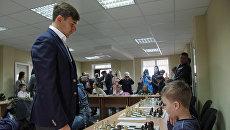 Международный гроссмейстер Сергей Карякин провел сеанс одновременной игры в шахматно-шашечном клубе Симферополя