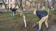 Активисты ОНФ приводят в порядок городскую зону отдыха в Феодосии