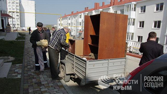 Переселенцы из зоны строительства моста через Керченский пролив переезжают в новые дома