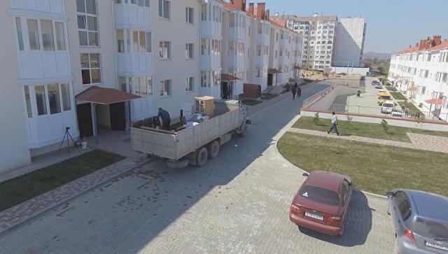 Новые дома для переселенцев из зоны строительства моста в Крым. Съемка с воздуха