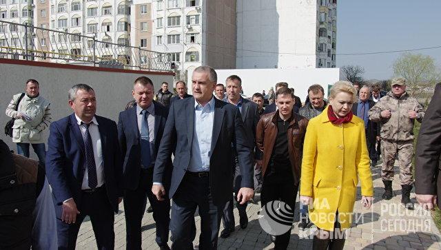 Глава Республики Крым Аксенов осмотрел дома переселенцев из зоны строительства моста в Крым