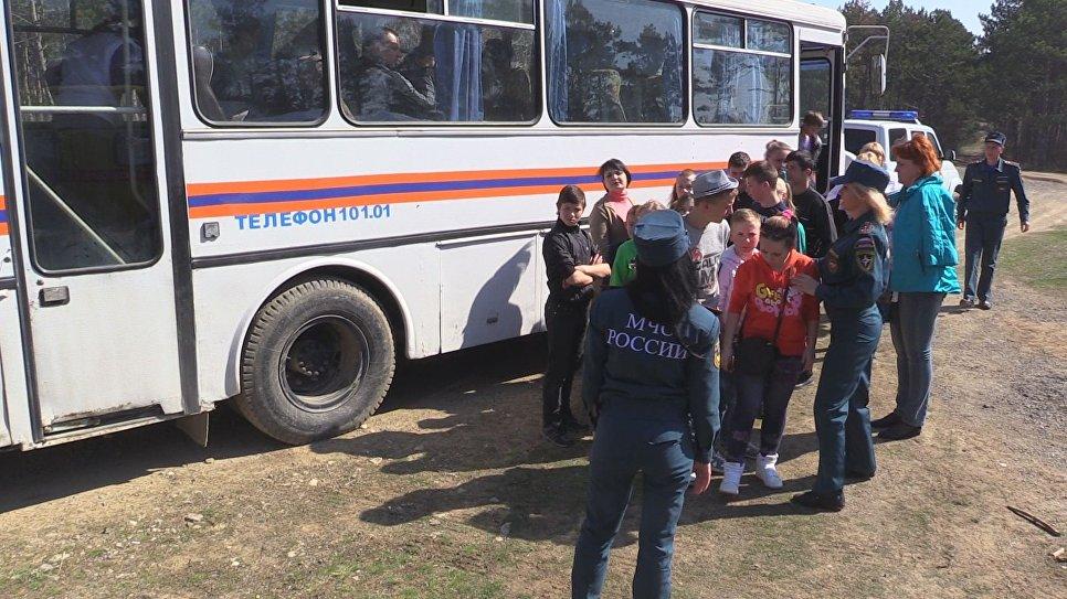 Научениях МЧС иззоны «лесного пожара» эвакуировали 329 человек