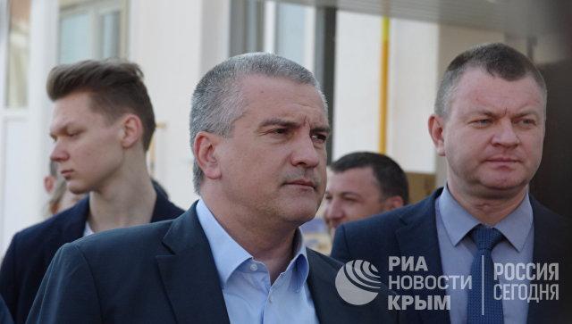 Глава Республики Крым Аксенов осмотрел дома для переселенцев из зоны строительства моста в Крым