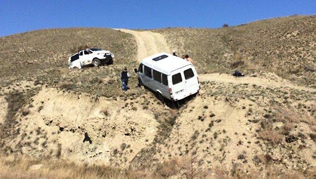 Cотрудники экстренных служб вытаскивали автомобили изобрывов игрязи