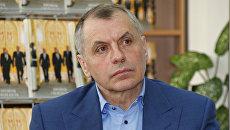 Председатель Государственного Совета Республики Крым Владимир Константинов во время презентации своей книги Пройти свой путь