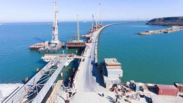 Строители начали бетонировать фарватерные опоры моста через Керченский пролив