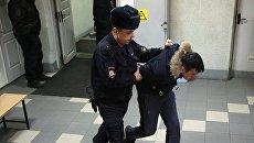 Подозреваемый в соучастии теракта в петербургском метро доставлен в Октябрьский районный суд Санкт-Петербурга. 7 апреля 2017
