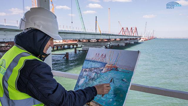Крымские художники провели пленэр на площадке строительства моста через Керченский пролив