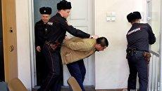 Задержанный подозреваемый в содействии террористической деятельности. Архивное фото
