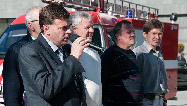 Заместителя министра спорта Крыма Виталий Романов (на переднем плане) на открытии Крымского осеннего марафона
