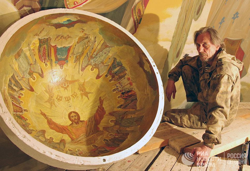 Автор и художественный руководитель проекта росписи Свято-Александро-Невского кафедрального собора в Симферополе Владимир Страшко