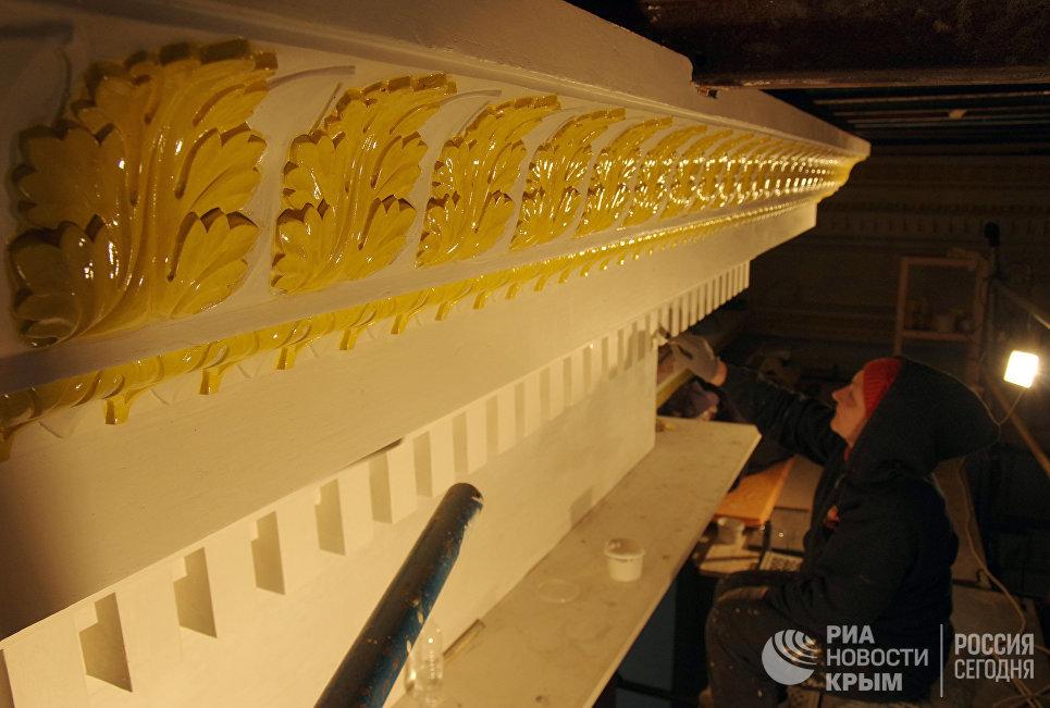 Работы по золочению в Свято-Александро-Невском кафедральном собора в Симферополе