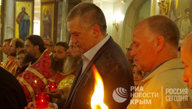 В Симферополь доставили Благодатный огонь