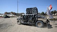 Автомобиль армии Ирака во время операции против Исламского государства (организация запрещена в РФ) в Мосуле. Архивное фото