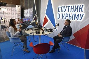 Заместитель министра энергетики России Андрей Черезов в выездной студии радио Спутник в Крыму на ЯМЭФ