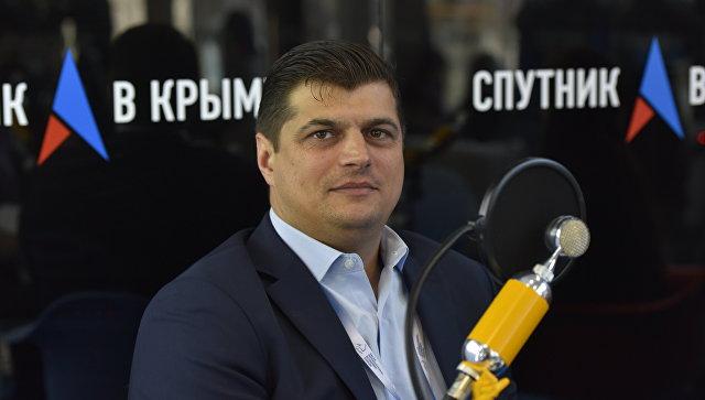 Депутат Европарламента от Румынии Лаурентиу Ребега в выездной студии радио Спутник в Крыму на Ялтинском международном экономическом форуме