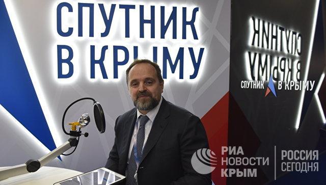 Министр природных ресурсов и экологии РФ Сергей Донской в выездной студии радио Спутник в Крыму на Ялтинском международном экономическом форуме