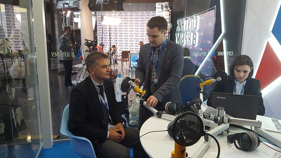Член правительства Лигурии (Италия) Эдоардо Рикси в выездной студии радио Спутник в Крыму на Ялтинском международном экономическом форуме