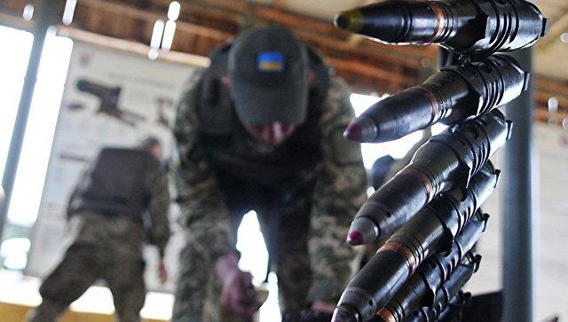 Украинский военный во время учений. Архивное фото