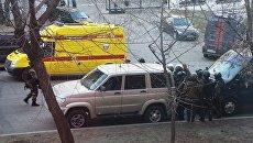 Бойцы СОБРа недалеко от здания приемной Управления ФСБ России по Хабаровскому краю, в котором был открыт огонь по сотрудникам и посетителям. 21 апреля 2017