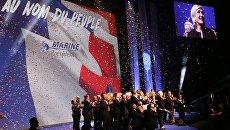 Кандидат на пост президента Франции, лидер французской партии Национальный фронт Марин Ле Пен на встрече со своими сторонниками во время избирательной кампании. Архивное фото