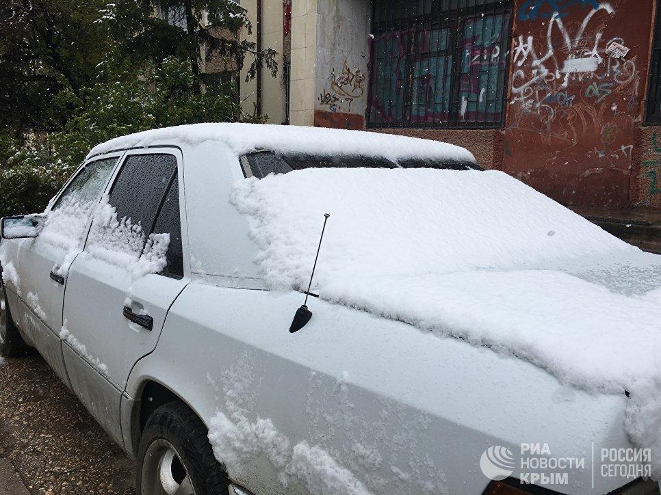 Снегопад в Симферополе. 23 апреля 2017