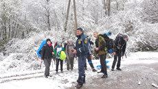 В горнолесной местности спасатели эвакуировали группу туристов