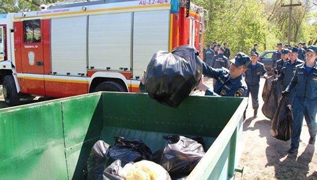Уборка от мусора берегов Симферопольского водохранилища в рамках Всекрымского субботника