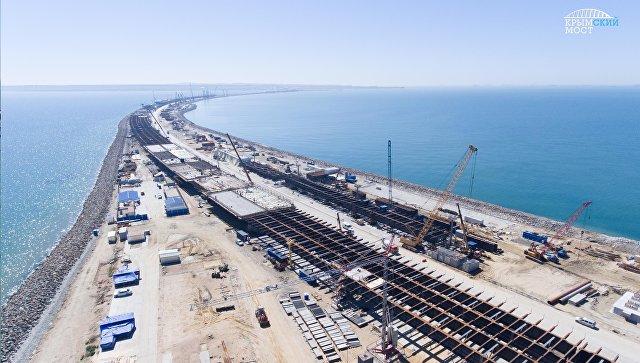 Завершено сооружение половины опор моста через Керченский пролив