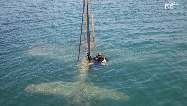 Строители моста в Крым помогли поднять со дна Керченского пролива истребитель времен войны