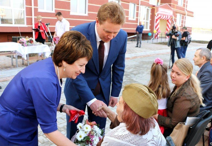 ВСевастополе десять ветеранов ВОВ получили ключи отновых квартир