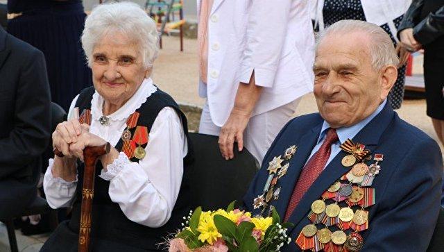 В Севастополе ветеранам Великой Отечественной войны вручили ключи от новых квартир