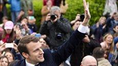 Кандидат в президенты Франции, лидер движения En Marche Эммануэль Макрон после голосования в Ле-Туке во время второго тура президентских выборов во Франции