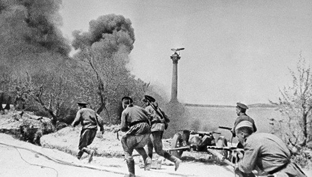 Морские пехотинцы во время боя в Севастополе во время Великой Отечественной войны