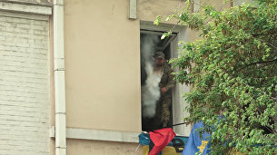 Радикалы бросали яйца и дымовые шашки в колонну Бессмертного полка в Киеве