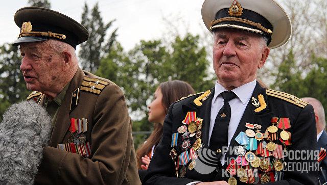 Ветераны Великой Отечественной войны на военном параде в Севастополе