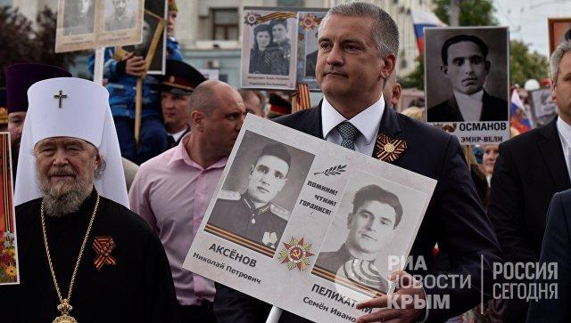 Глава Крыма Сергей Аксенов принял участие в шествии Бессмертного полка в Симферополе