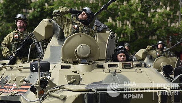 Военный парад в честь Дня Победы в Симферополе