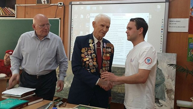 Активисты ОНФ провели уроки Победы в школах Симферополя