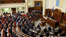 Депутаты на заседании сессии Верховной рады Украины в Киеве. Архивное фото