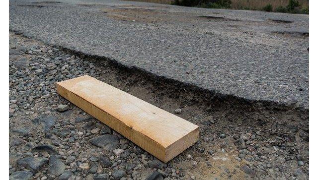 Яма на крымской дороге, которая вошла в карту Убитых дорог ОНФ