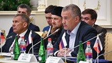 Глава Крыма Сергей Аксенов на заседании Группы стратегического видения Россия - исламский мир в Грозном